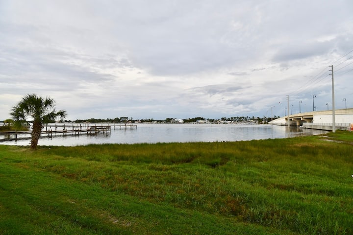 LOCATION! PERFECT WATER VIEW!! CONDO ON THE LAGOON