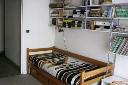 Chambre individuelle dans appartement (5ème étage) - Paris - Daire