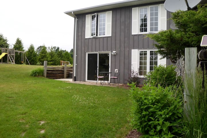 Cedar Pond Getaway Rental - Stayner - Apartment