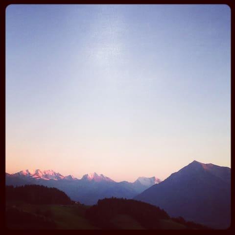 Sommerfrische oder Weihnachten im Berner Oberland
