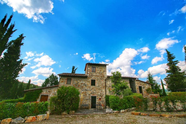 Comfy Farmhouse in Radda In Chianti with Swimming Pool