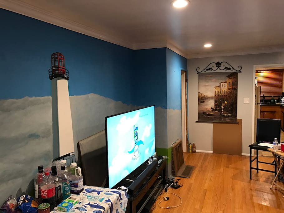 Pic of the living room with newer 60' 4K flatscreen in living room.