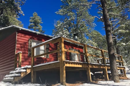 New wave B & B Cabin! - Ruidoso