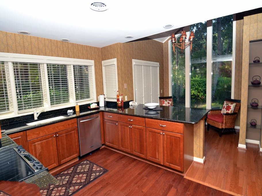 The kitchen is very well equipped, dining at the counter or the breakfast nook.