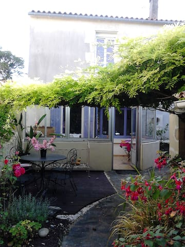"""Village du Marais : """"La maison en couleur"""" - Vouillé-les-Marais - Casa"""