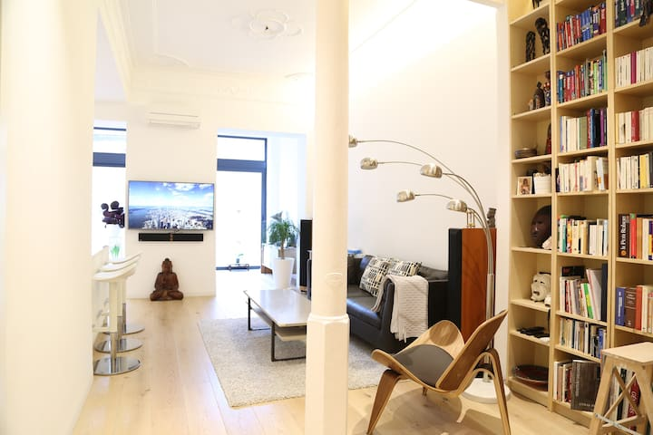 ★★★ Bright loft with terrace in the heart of Bcn