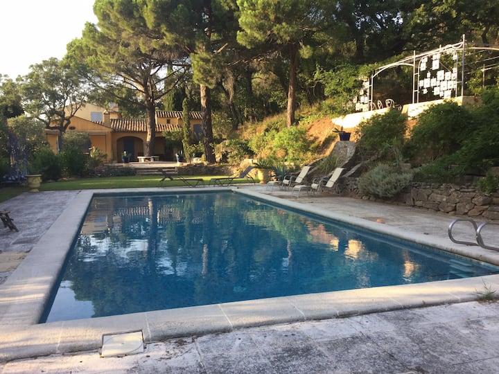 Grande villa avec piscine sur colline de Gassin