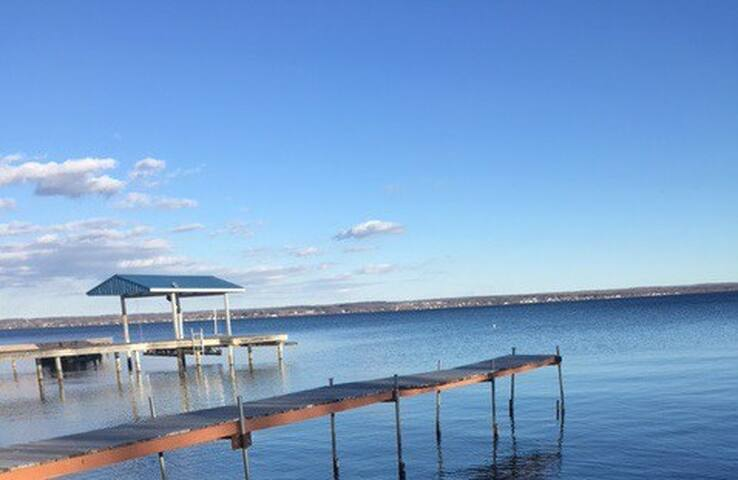 Emery Rise on Seneca Lake- Waterfront Escape - Geneva - House