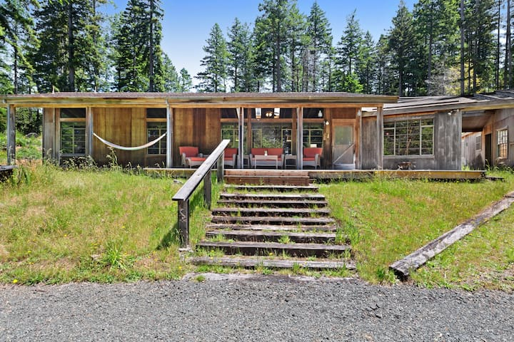 Rural & dog-friendly cabin surrounded by nature