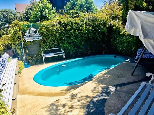 Casa con piscina en barrio top de Reñaca