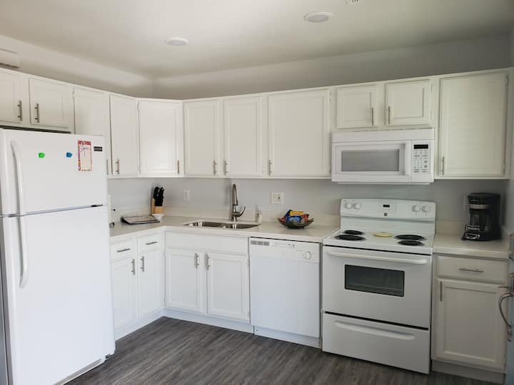 Newly *remodeled* 1BR Apartment. Close to Tempe.