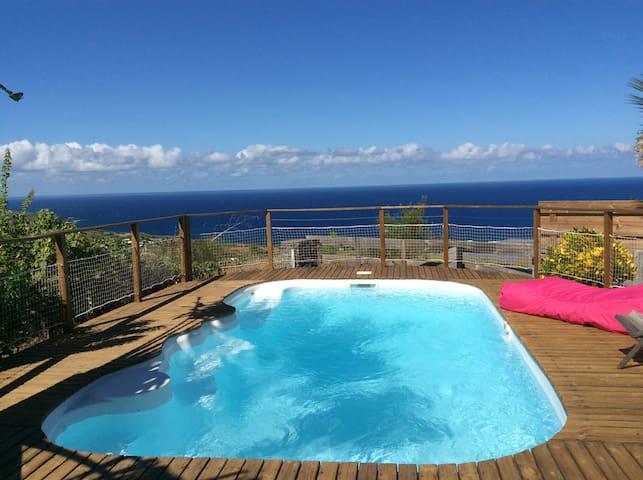Maison calme, vue mer, proche plage - Saline les bains - House