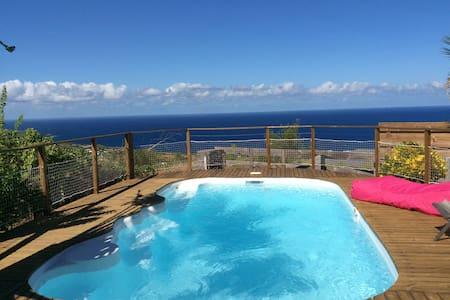 Maison calme, vue mer, proche plage - Saline les bains - บ้าน