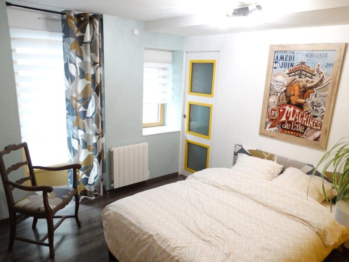 """Chambre """"Noyuli Casa"""" Village bord de Loire"""