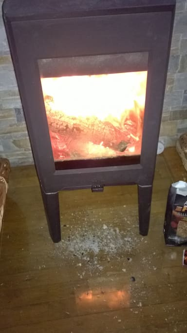 Poêle à bois double combustion pour une chaleur agréable