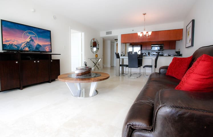 Brickell Condo with views!