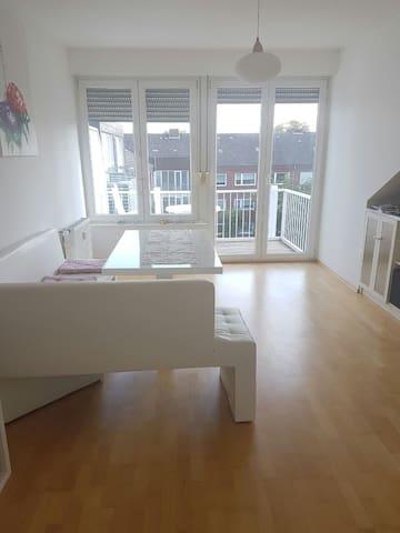 Wunderschönes, helles Zimmer mit Balkon z.Innenhof