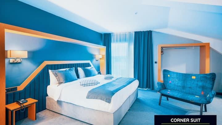 Deluxe Suit Hotel Room