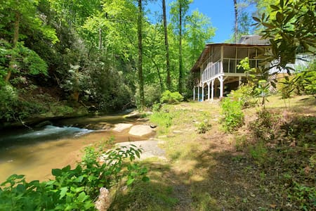 Mountain cottage @ Jocassee Gorge on trout creek