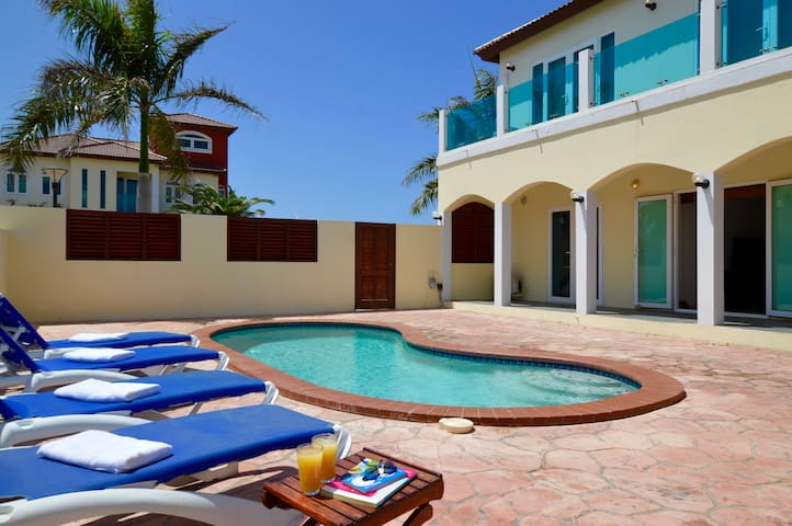 Merlot Villas Aruba Private Villa near PALM BEACH!
