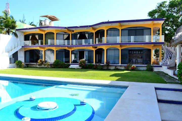 Hermosa casa para 20 personas frente a laguna