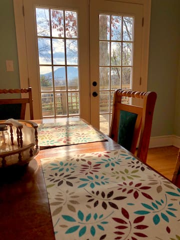 North Chatt Cottage-walk to town and trails!