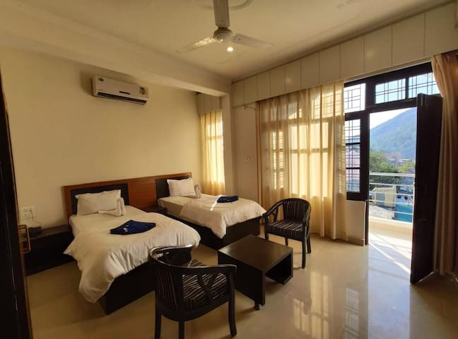 Laxman Jhula's Classic Deluxe Rooms with Balcony