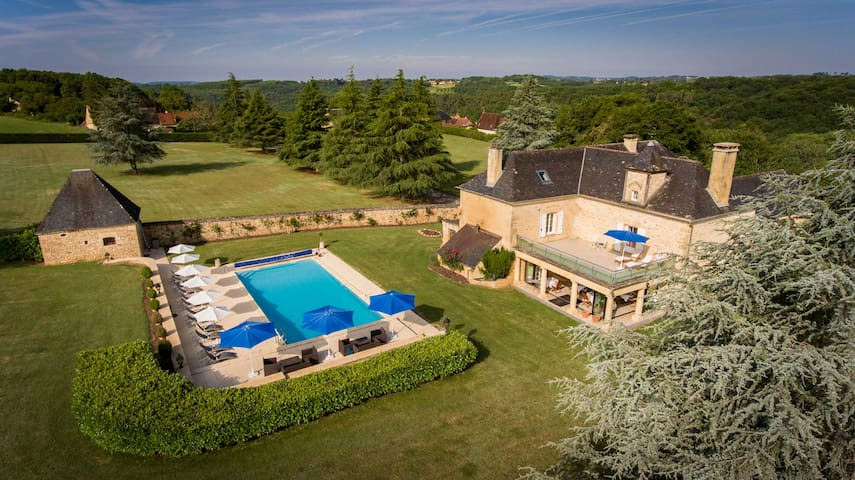 Luxurious 5*, 6 bedroom Manor with pool, Sarlat