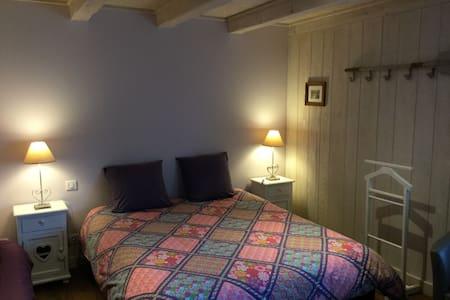 Le lit double de la Chambre Myrtille