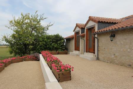 La Grange La Belle Indienne Serigny - Sérigny - Rumah
