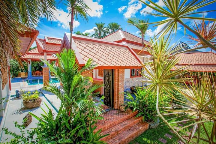 Tranquil Lux Pool Villa Near Airport & Naiyang - Phuket