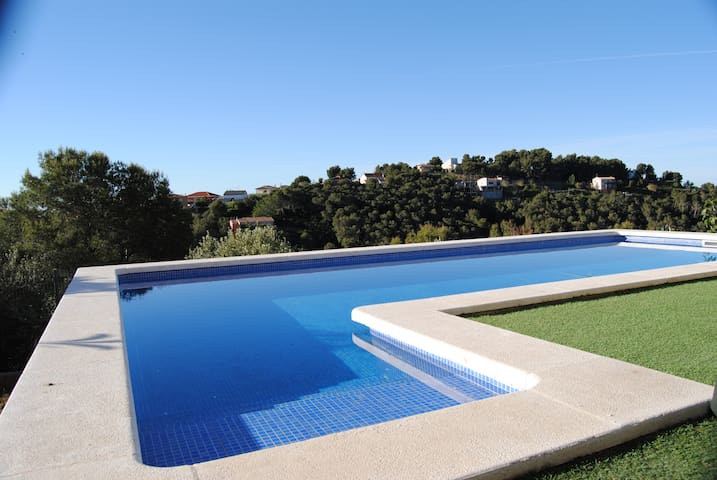 Villa González