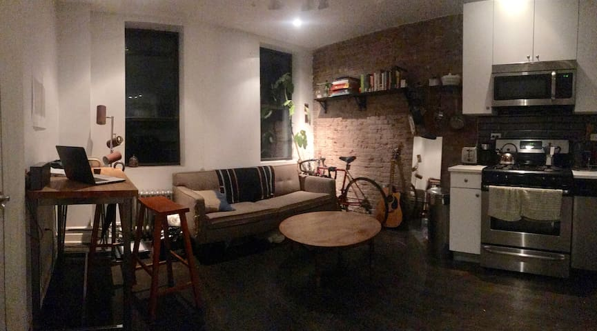 Large room in 3-BR next to the train in Greenpoint
