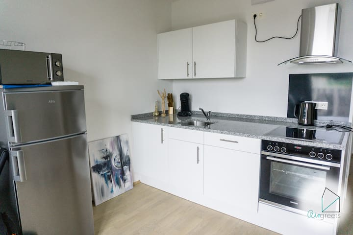 The kitchenette is well suited for cooking.