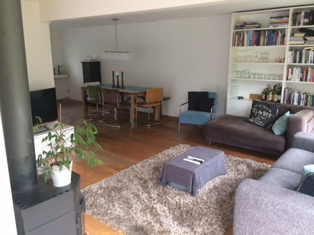 Family house with private parking nearby Amsterdam
