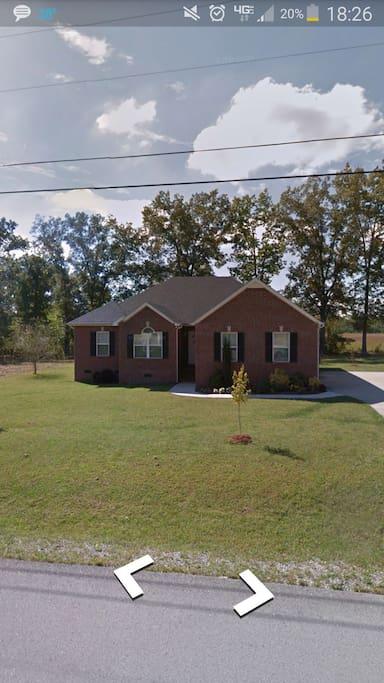 Front of home in neighborhood off I24