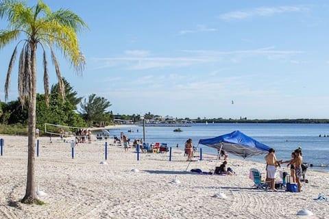 SunsetView,Studio116, Beach steps away!Pool+WiFi