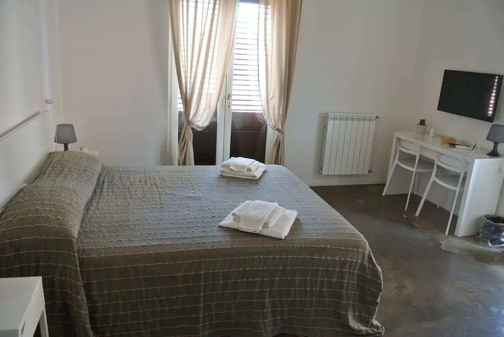 b b palermo rooms suite 1 chambres d 39 h tes louer palerme sicilia italie. Black Bedroom Furniture Sets. Home Design Ideas