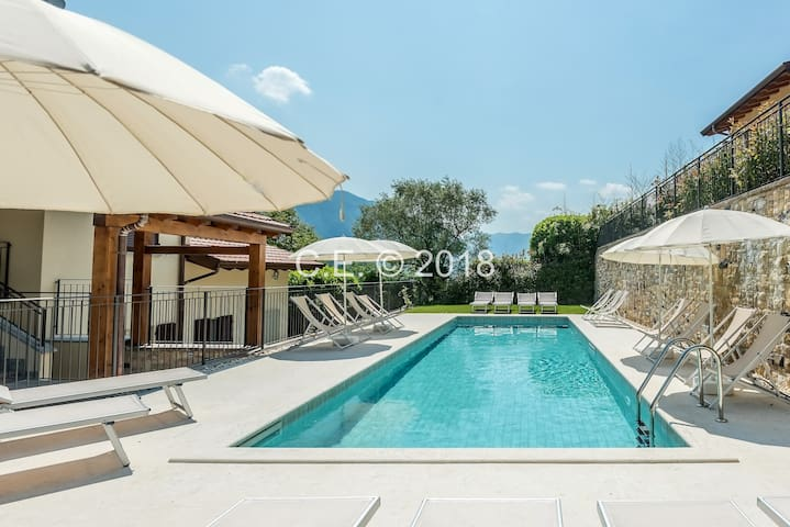 BELVEDERE B3 LAKE VIEW&POOL & AIRCON APT-LAKE COMO