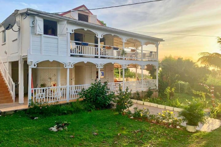 """La """" Kaz Lambi """"  -  Une maison de style colonial"""