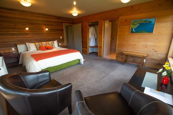 Tawhirimatea (Room Two)