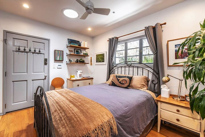 The Guest Suite is tastefully furnished with interesting art, the most comfortable bed you'll ever sleep on and non-allergenic sheets, pillows and comforter. All organic cleaning products are used when preparing the Guest Suite for our guests.