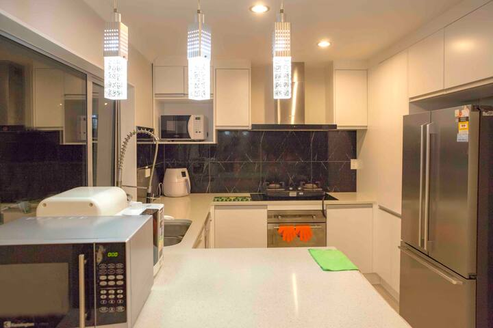 QQ house- private room 2 (8 mins to city centre)