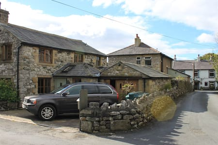 Beautiful barn conversion in sleepy Stainforth - Stainforth