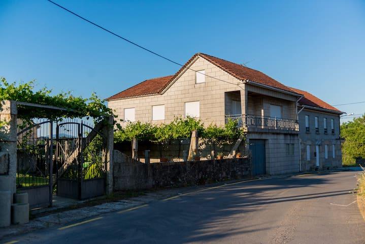 Casa Calveiro. Alojamiento Vacacional en el Salnés - Vilanova de Arousa - House