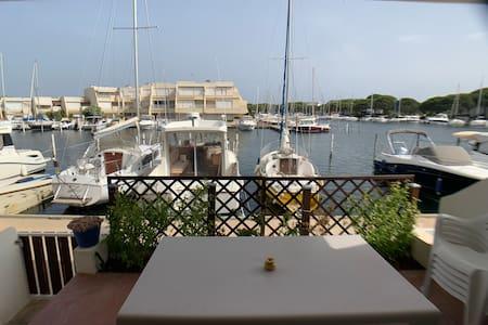 Marina sur quai privé, 2 chambres, parking
