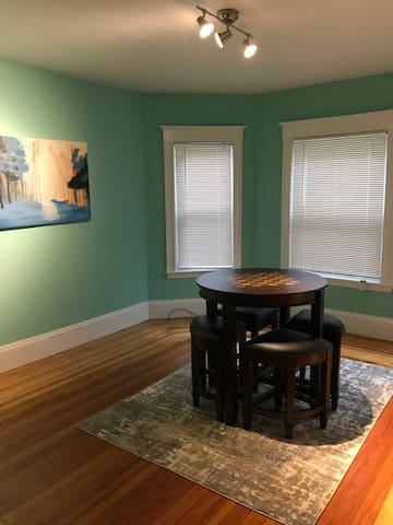 Delightful room in gorgeous apt/mins from Davis Sq