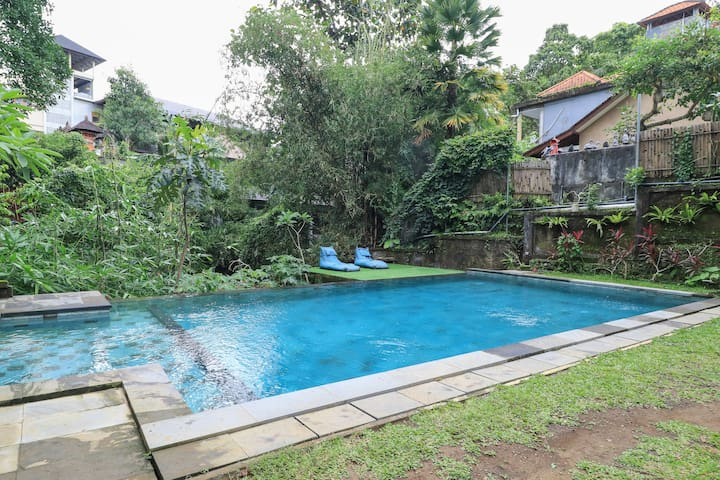 Deluxe room with pool close to ubud center