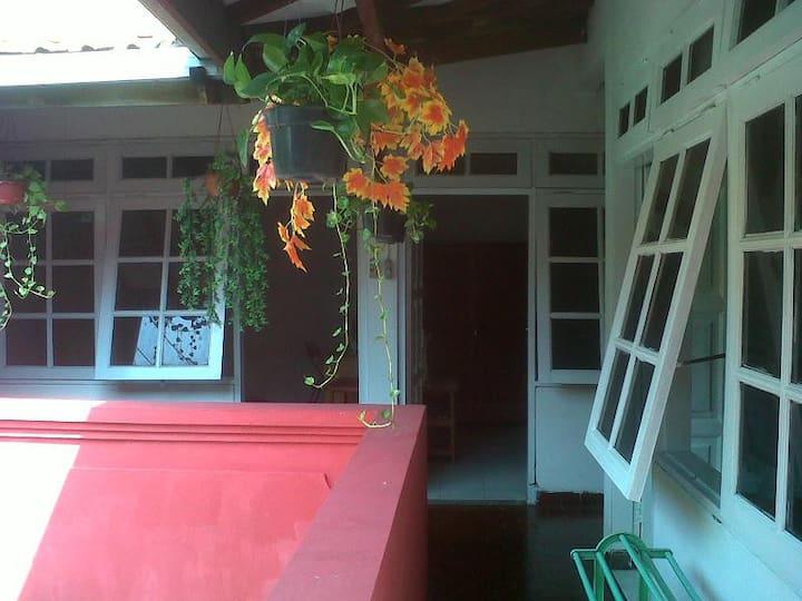 Simple & Cheap Private Room GlennYr Surabaya City