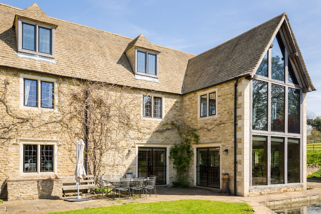 Exceptional modern cotswold estate houses for rent in for Kitchens chipping norton
